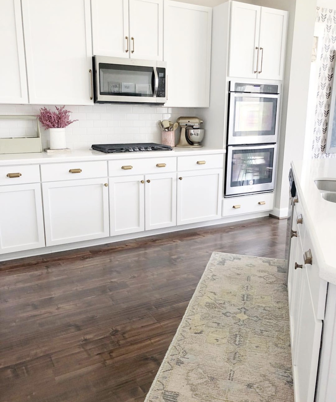 6 Tips For A Kitchen You Can Love For A Lifetime: DIY Kitchen Vent Hood And Cabinet Molding